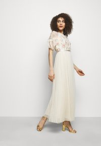 Needle & Thread - EMMA DITSY BODICE ANKLE MAXI DRESS - Společenské šaty - champagne - 1