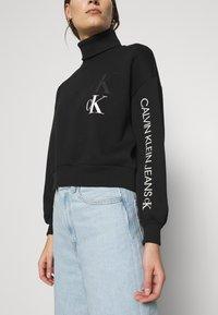 Calvin Klein Jeans - ROLL NECK - Mikina - black - 3