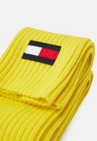 Tommy Hilfiger - BIG FLAG SCARF - Šála - yellow - 2
