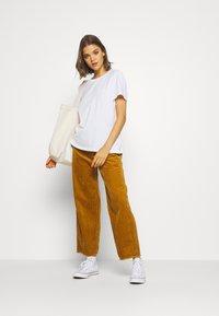 Superdry - ELITE CREW TEE - T-shirts - white - 1