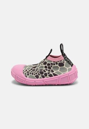AQUA SHOE - Instappers - pink