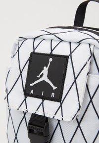 Jordan - ANTI-GRAVITY POUCH - Across body bag - white - 3