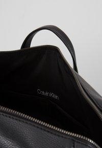 Calvin Klein - POCKET WEEKENDER - Sac week-end - black - 5