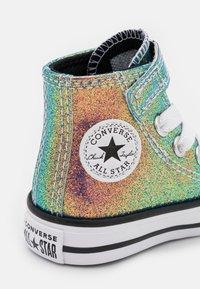 Converse - CHUCK TAYLOR ALL STAR GLITTER  - Sneakers alte - white/black - 5