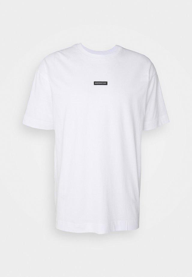 OVERSIZED/BLACK RUBBER BRANDING BADGE - Print T-shirt - white