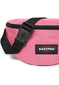 Eastpak - SPRINGER DECEMBER SEASONALS - Bum bag - starfish pink - 3