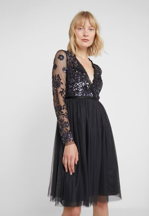 AVA BODICE V NECK MIDI DRESS - Juhlamekko - graphite