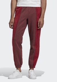 adidas Originals - R.Y.V. SWEAT JOGGERS - Tracksuit bottoms - red - 0