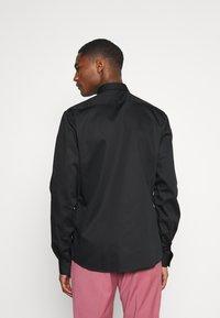 Twisted Tailor - LYNTON - Kostymskjorta - black - 2