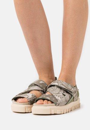 NATIONAL  - Sandály na platformě - green
