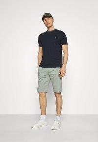 Lyle & Scott - SEASONAL BRANDED - Basic T-shirt - dark navy - 1