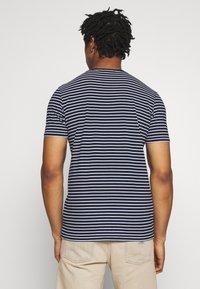 Scotch & Soda - EASY CREWNECK TEE - T-shirt med print - dark blue/white - 2