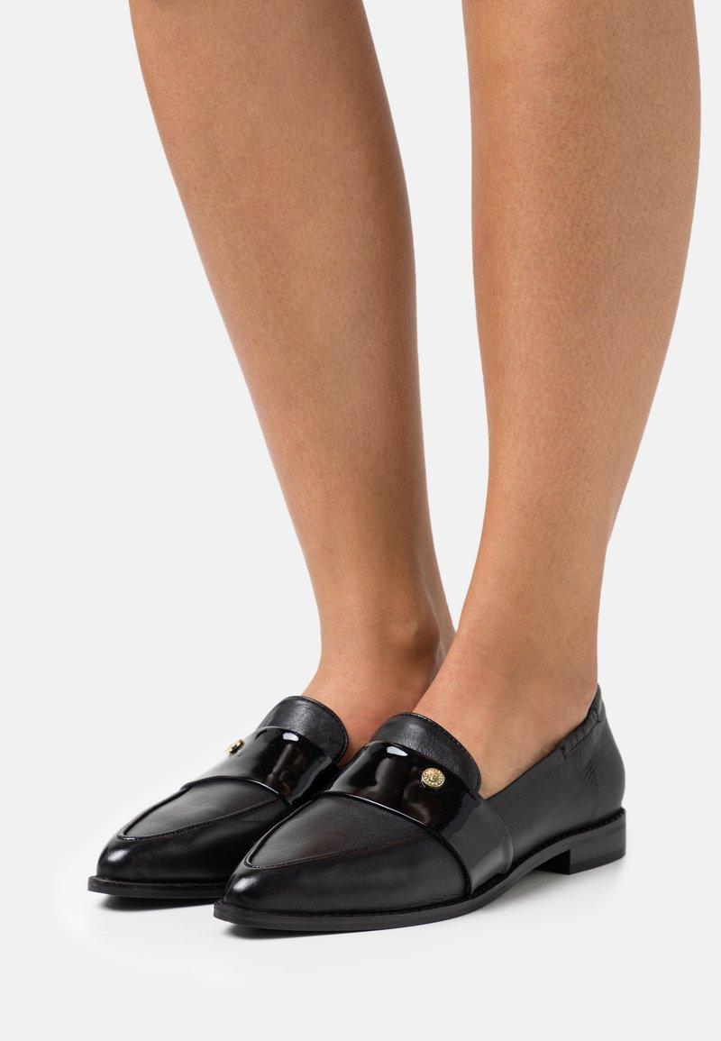 Copenhagen Shoes - MOMENTS - Slip-ons - black