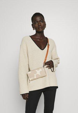 SALO UNIKKO BAG - Across body bag - beige