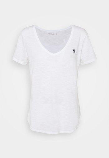 ICON VNECK TEE - T-shirts - white