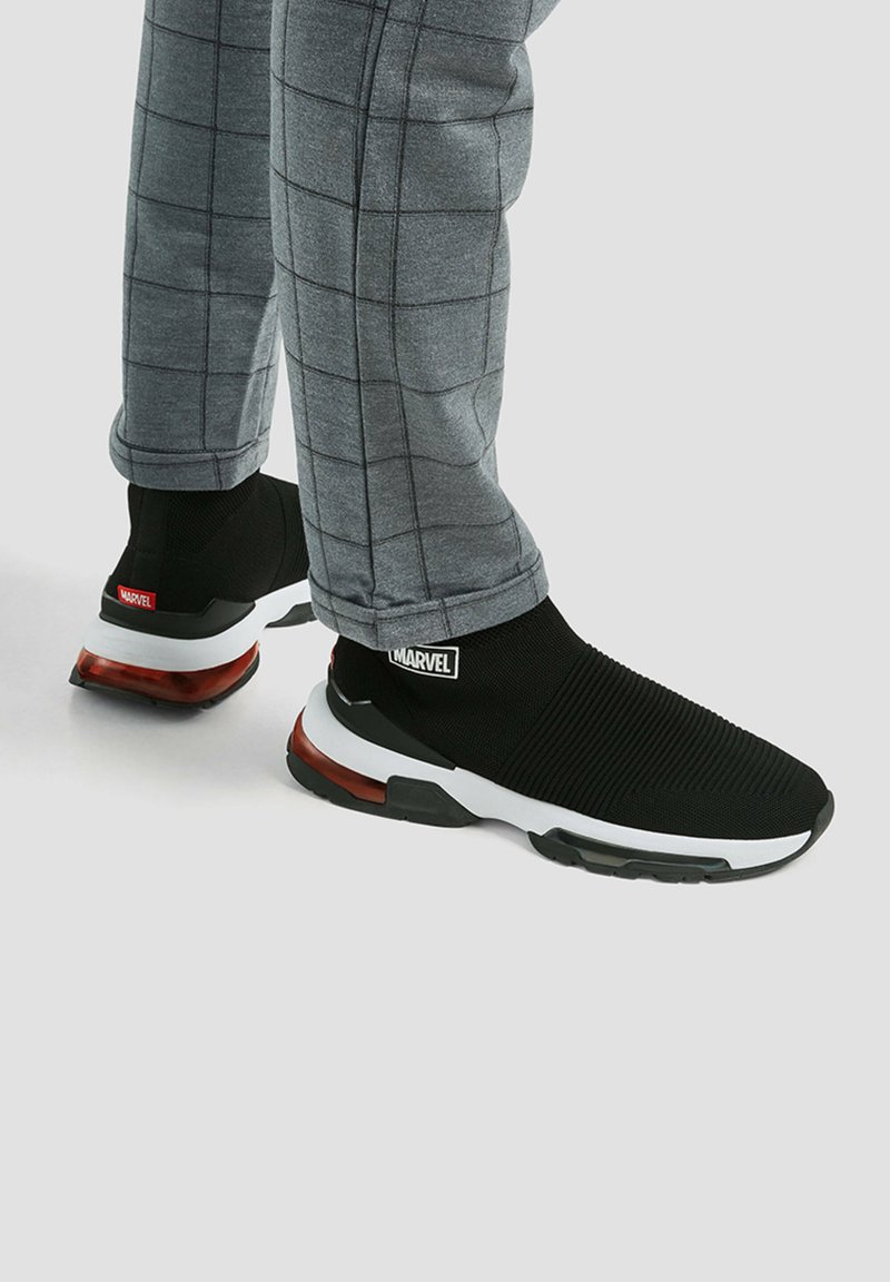 PULL&BEAR - Sneakers alte - black