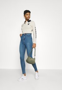 Missguided - PLAYBOY VARSITY CROP - Polo shirt - stone - 1