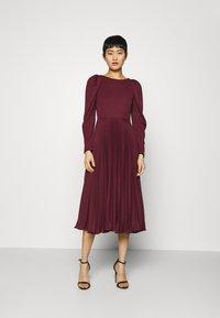 Closet - PUFF SHOULDER PLEATED SKIRT DRESS - Sukienka koktajlowa - wine - 0