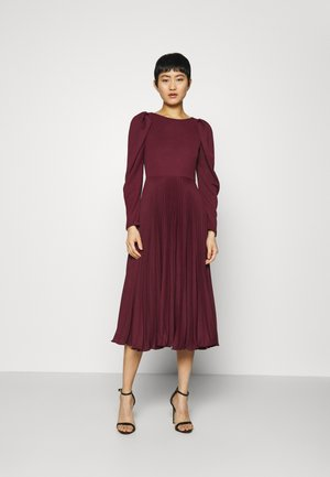 PUFF SHOULDER PLEATED SKIRT DRESS - Cocktail dress / Party dress - wine