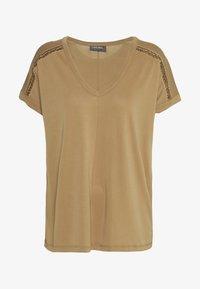 Mos Mosh - LENNOX TEE - Print T-shirt - burro camel - 0