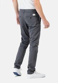 Reell - FLEX TAPERED CHINO - Trousers - dark grey - 2