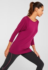 Esprit Sports - MIT STRUKTUR-DETAILS - Sports shirt - dark pink - 0