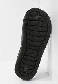 Crocs - CROCS LITERIDE - Sandály do bazénu - black/slate grey - 4