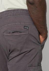 INDICODE JEANS - LAKELAND - Pantaloni cargo - dark grey - 4