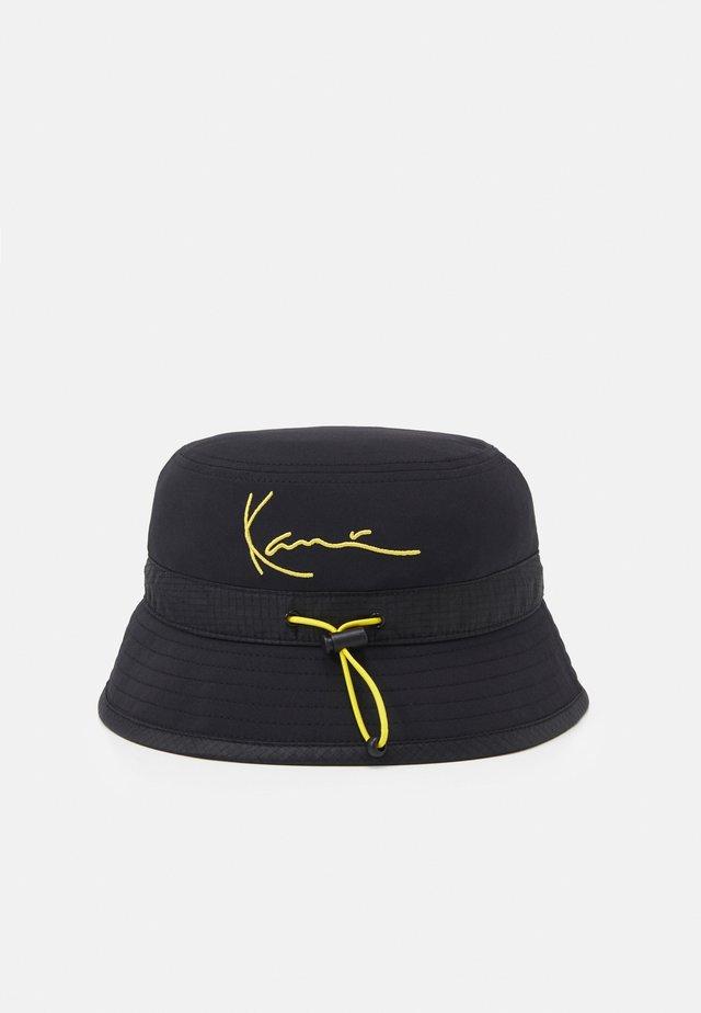 SIGNATURE BUCKET HAT UNISEX - Klobouk - black