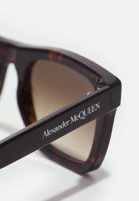 Alexander McQueen - UNISEX - Occhiali da sole - havana/brown - 3