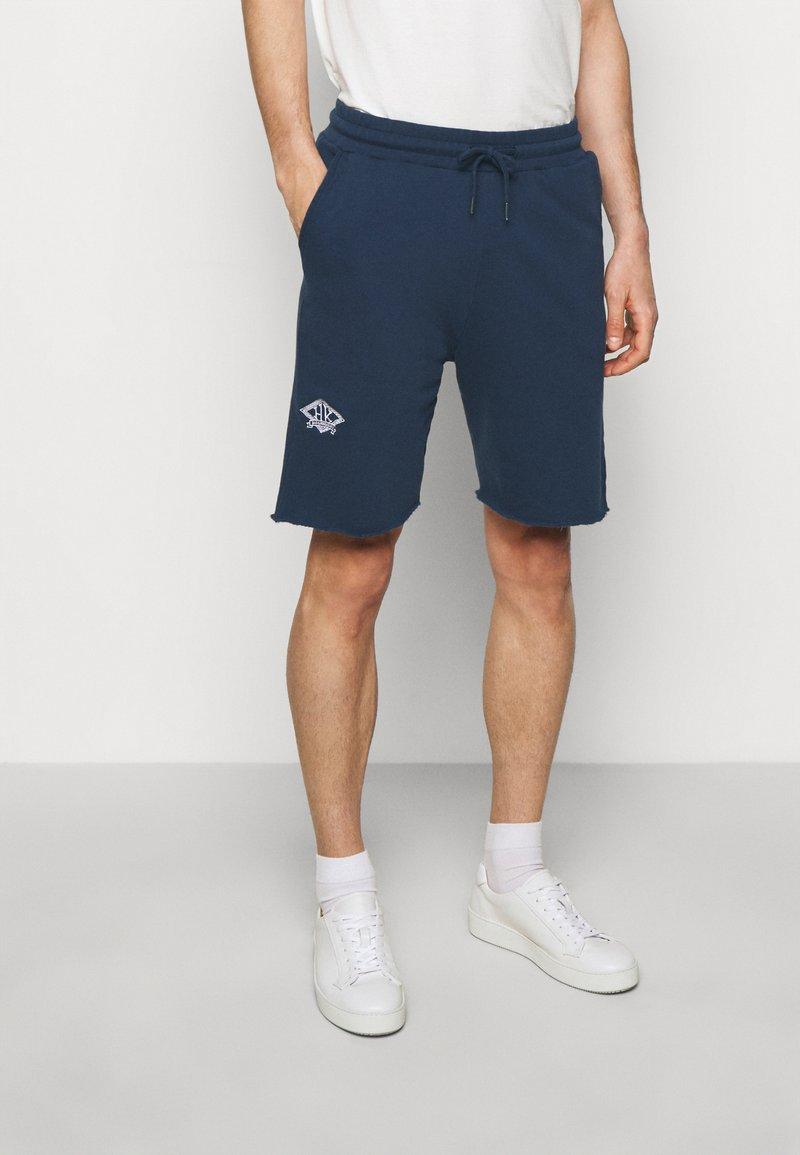 Han Kjøbenhavn - Shorts - faded navy/white