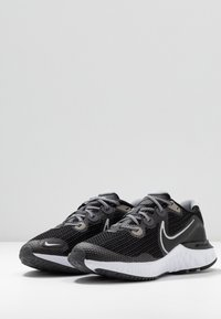 Nike Performance - RENEW RUN - Zapatillas de running neutras - black/metallic silver/white/wolf grey - 3