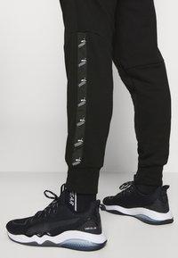 Puma - AMPLIFIED PANTS - Pantalon de survêtement - black - 3