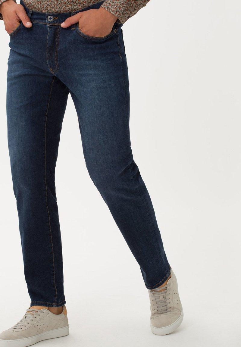 BRAX - STYLE CADIZ - Jeans a sigaretta - lake water
