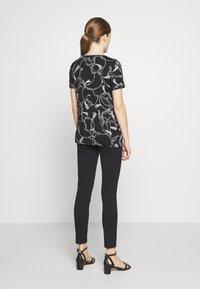 Lauren Ralph Lauren - T-shirt imprimé - black - 2