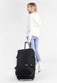 Eastpak - TRANVERZ M CORE COLORS - Wheeled suitcase - black - 1