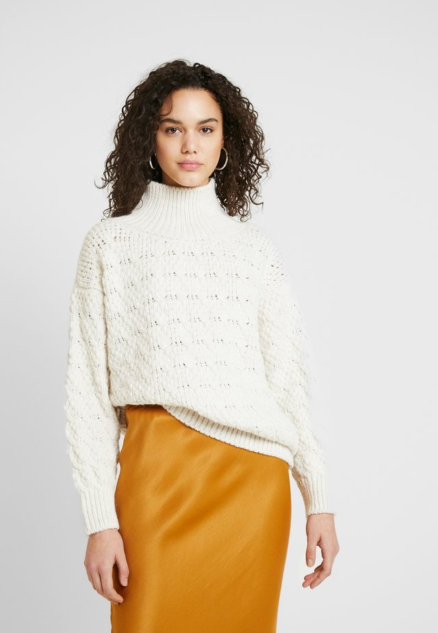 TEXTURED FUNNEL - Neule - off-white