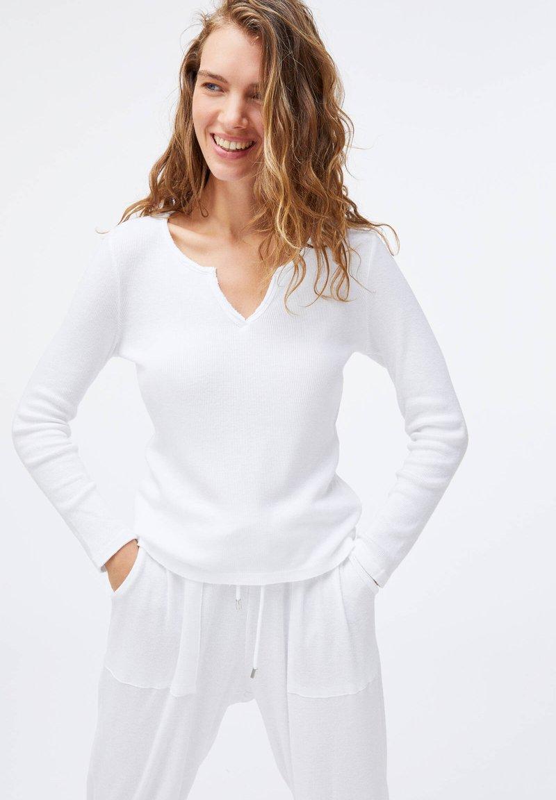 OYSHO - PLAIN WHITE COTTON - Pyžamový top - white