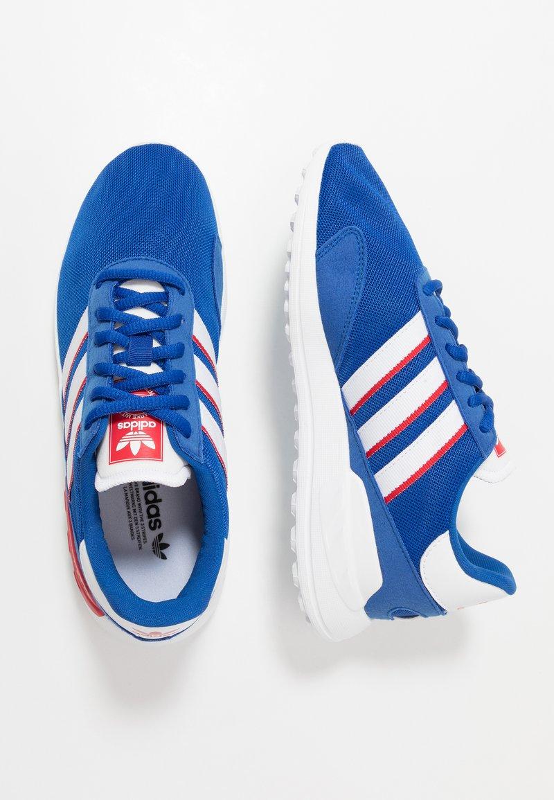 adidas Originals - TRAINER LITE UNISEX - Trainers - royal blue/footwear white/scarlet