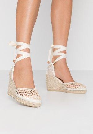 CAROLA  - Sandály na vysokém podpatku - natural