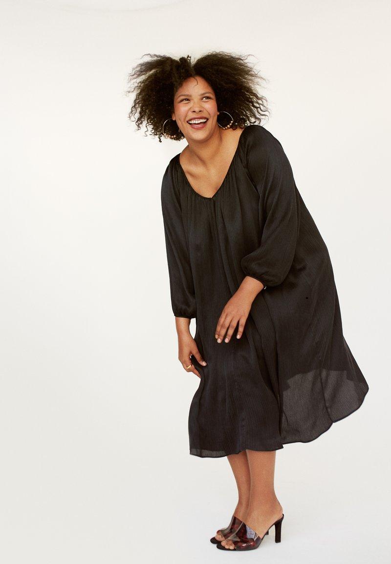 INAN ISIK - Day dress - schwarz
