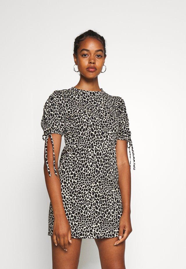 ANIMAL TEA DRESS - Jerseykleid - white/black