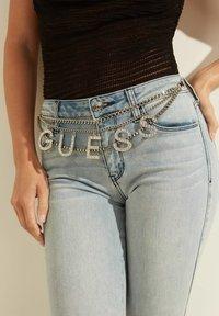 Guess - Slim fit jeans - himmelblau - 4
