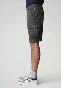 Napapijri - N-ICE CARGO - Shorts - dark grey solid - 2