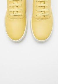 ECCO - LEISURE - Sneakersy niskie - popcorn cirrus - 5