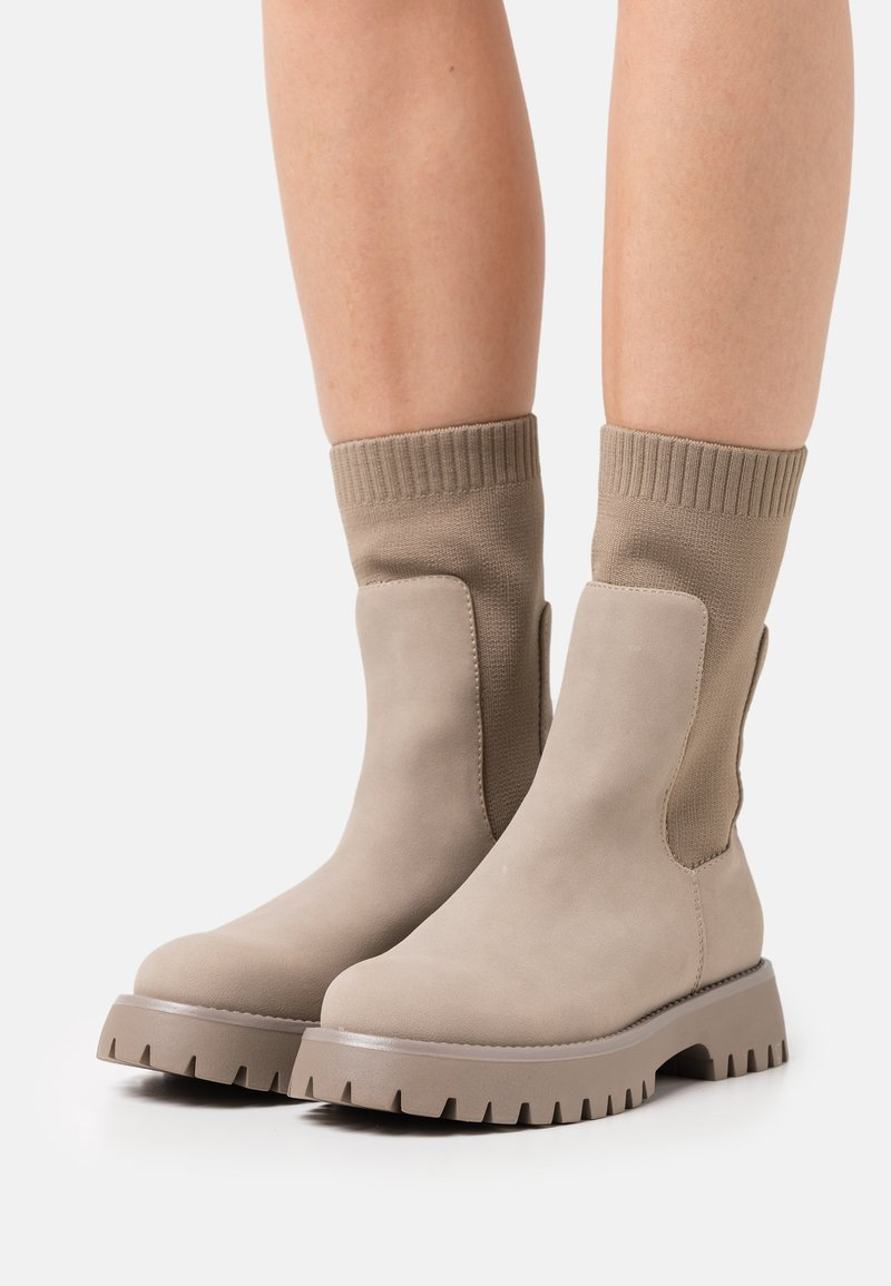 Call it Spring - VEGAN KELSEYY - Platform boots - bone