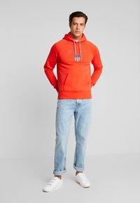 GANT - SHIELD HOODIE - Hoodie - blood orange - 1