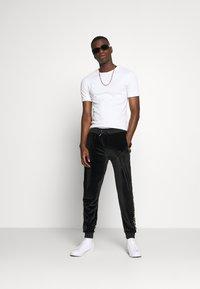 Glorious Gangsta - MARENO JOGGER - Pantalon de survêtement - black - 1