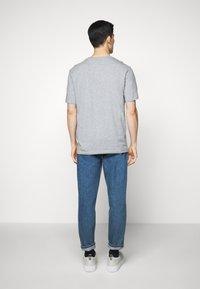 HUGO - DOLIVE - T-shirt imprimé - silver - 2