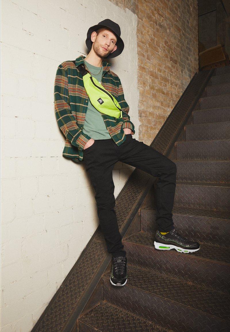 Nike Sportswear - AIR MAX 95 - Baskets basses - black/electric green/smoke grey